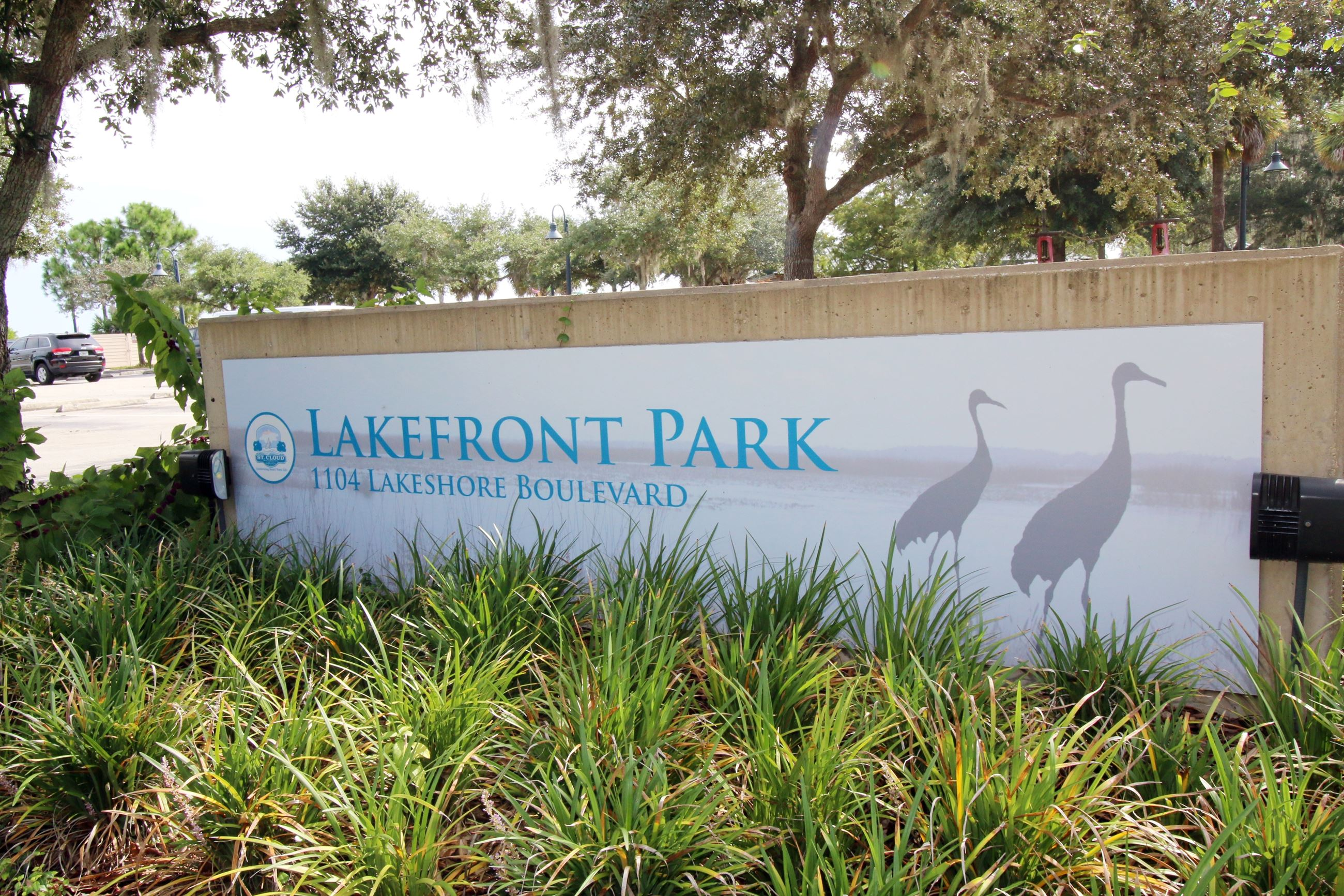 LAKE FRONT PARK SIGN PHOTO