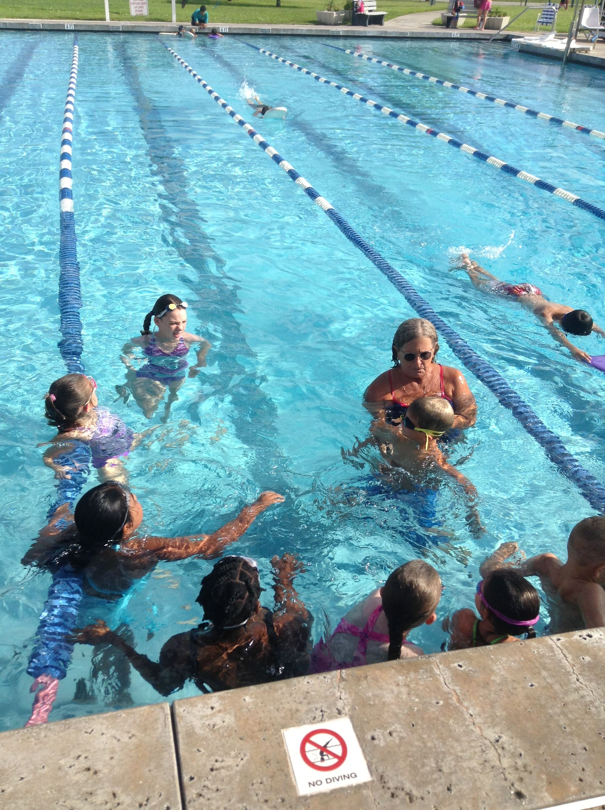 Photo of swim lesson class at the Chris Lyle Aquatic Center